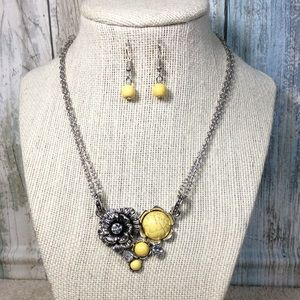 Paparazzi necklace in Yellow